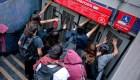 Incidentes en el metro de Santiago tras suba de tarifa