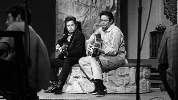 Lanzan grabación inédita de Bob Dylan y Johnny Cash