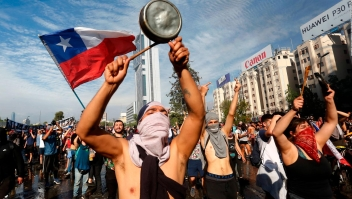 Manifestante: Los chilenos protestamos por la desigualdad