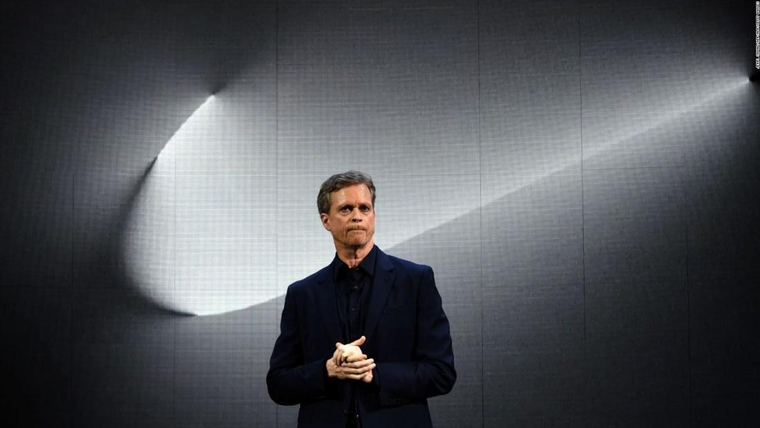 Breves económicas: El presidente ejecutivo de Nike abandona el cargo