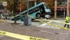Pittsburgh: Autobús se hunde en la calle