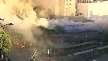 Arde otro edificio en Santiago entre las protestas
