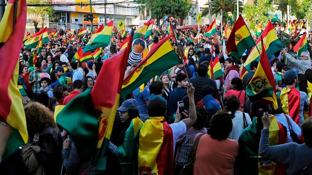 Oposición en Bolivia llaman a intensificar paros