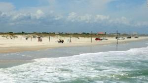Un hombre saltó de su tabla de surf y aterrizó en un tiburón en Florida