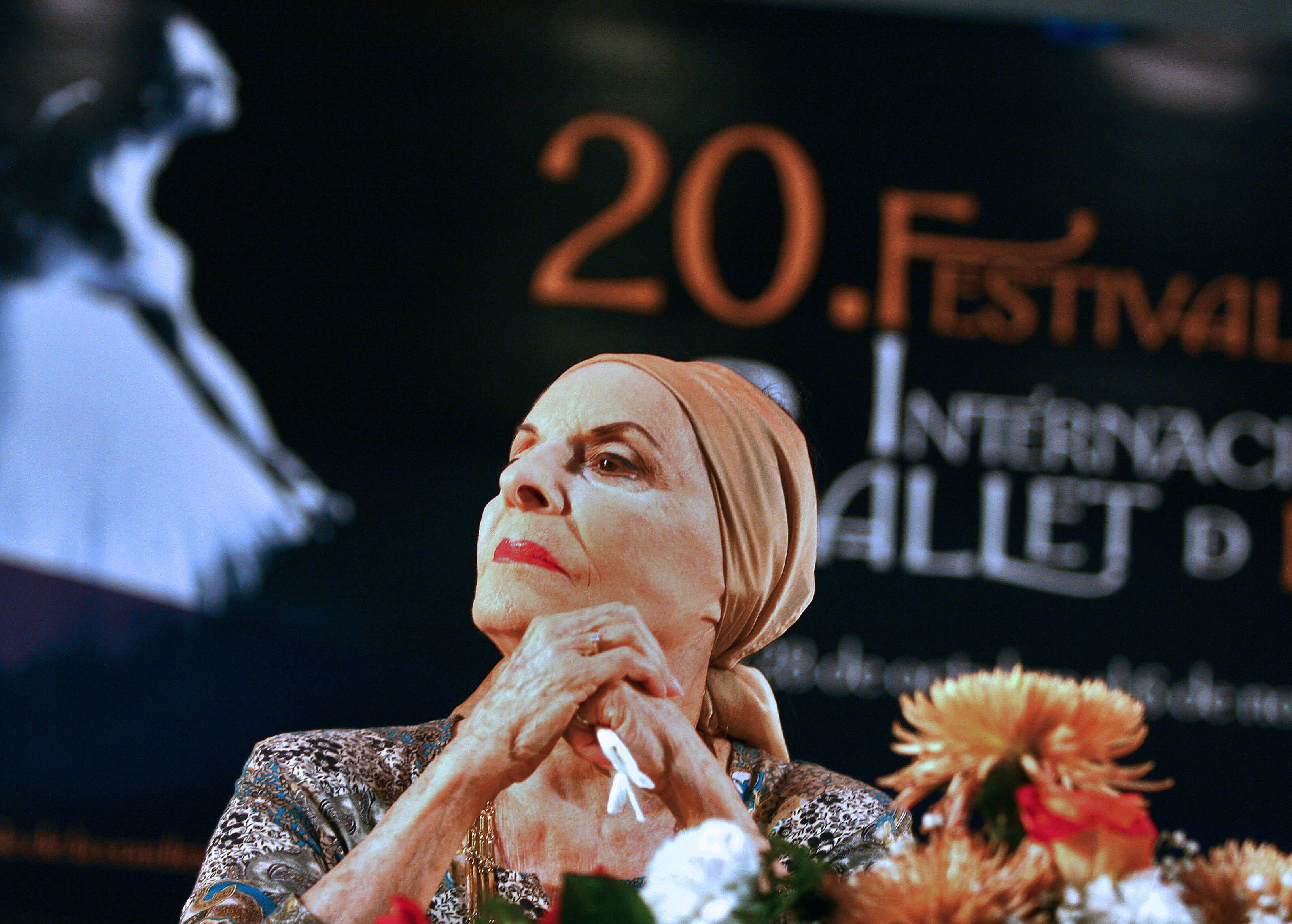 LA HABANA, CUBA:  Dancer Alicia Alonso, Director of the National Ballet of Cuba, answers questions during a press conference to announce the program of the XX Havana's Ballet Festival, that will be held from next 28 October to 6 November.  AFP PHOTO/Adalberto ROQUE  (Photo credit should read ADALBERTO ROQUE/AFP via Getty Images)