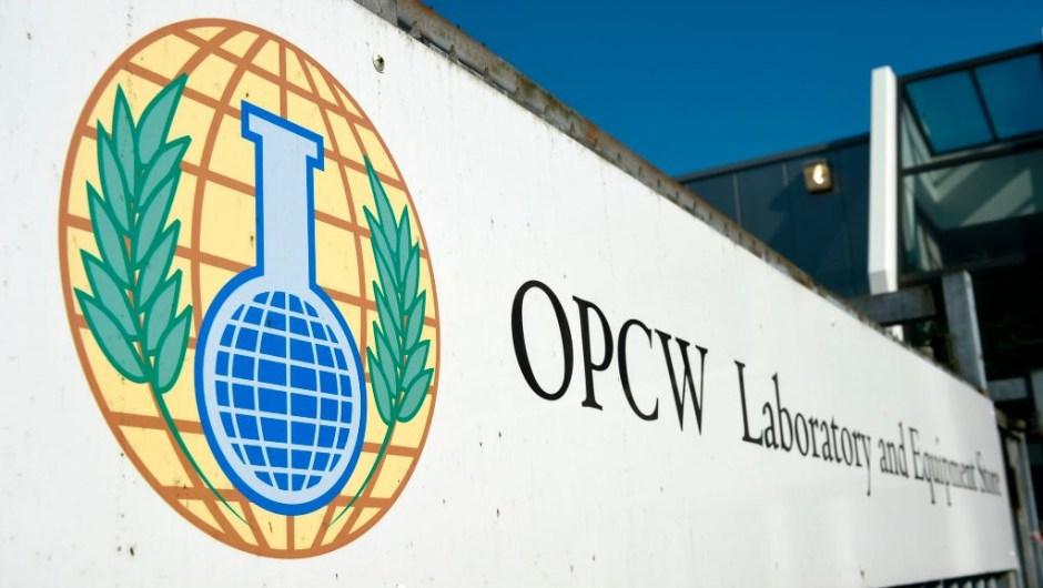 """El Premio Nobel de la Paz 2013, Organización para la Prohibición de las Armas Químicas (OPAQ): """"Por sus amplios esfuerzos para eliminar las armas químicas""""."""