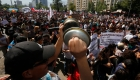 Carabineros de Chile intentan detener a los manifestantes