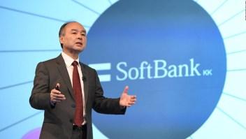 Fundador de SoftBank admite culpa por pérdidas millonarias