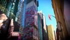 Artista español pinta gigantesco mural en Times Square