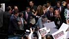 Senadores a empujones toman juramento a Piedra Ibarra