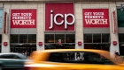 Acciones de JCPenney aumentan casi 6%