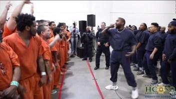 Kanye West sorprende a los reos de dos cárceles de Texas