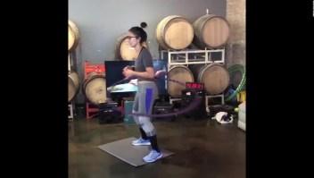 Mujer en Chicago establece un récord en maratón de hula-hula