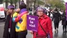 Salen a la calle en Paris a protestar feminicidios