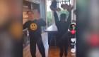 Victoria Beckham dice que su hijo la usó en redes sociales