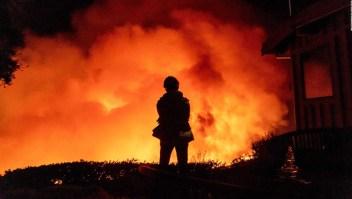 Un incendio forestal amenaza a Santa Barbara