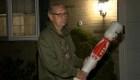 Veterano lucha contra un pitbull con decoración navideña