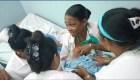 Cuba: médica amamanta a bebé abandonado