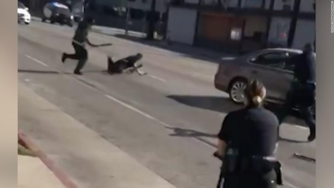 Presunto ladrón con machete baleado en Hollywood