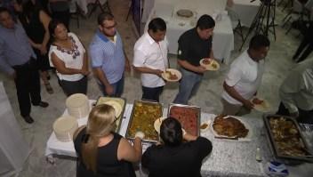 Salvadoreños deportados celebran Acción de Gracias