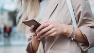 Crece número de lesiones faciales por usar el celular