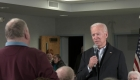 Enfadado, Biden carga contra un hombre en un acto
