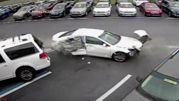 Mira como vuela este auto tras accidente