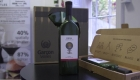 Esta botella de vino plana busca ayudar al medio ambiente