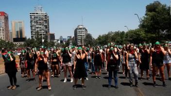 Mujeres protestan contra la violencia de género en Chile