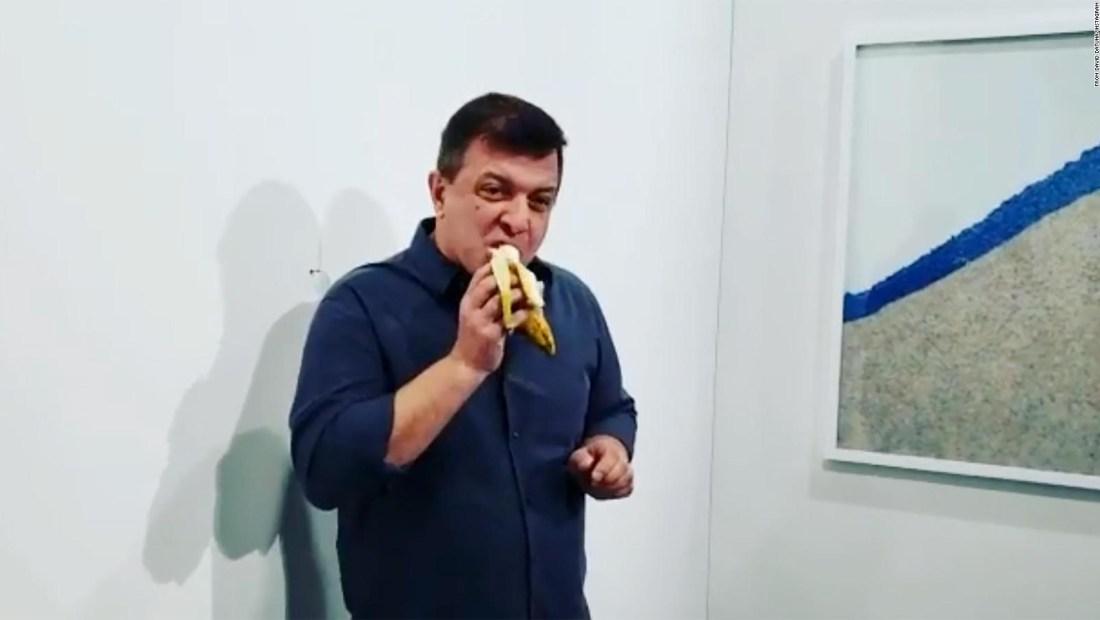 """Hombre que comió banana de US$ 120.000: """"Muy sabrosa"""""""