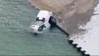 Camión cae a un lago tras deslizarse en el hielo