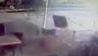 Un tornado destroza la terraza de un café
