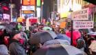 """Manifestantes en NY exigen """"Enjuiciar y destituir"""" a Trump"""