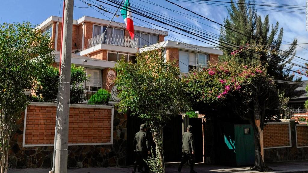 AMLO: Aminoró vigilancia extrema en nuestra embajada