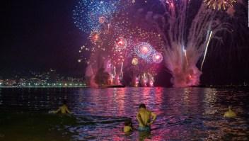 Pobreza y lujo, los contrastes de la Navidad en Río de Janeiro