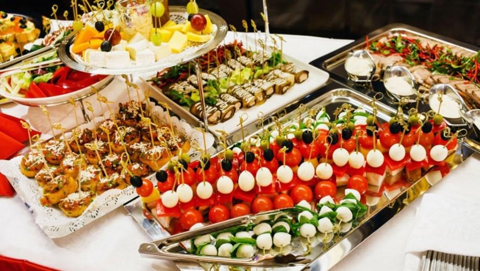 Las claves para controlar el hambre y no comer de más en las fiestas. (Foto de Télam).