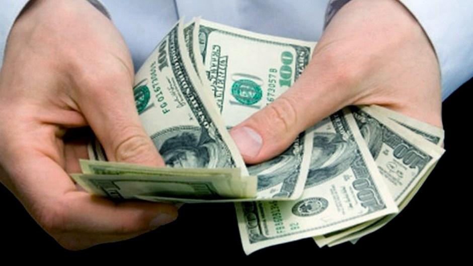 El dólar informal alcanzó su récord histórico y acorta la brecha con el oficial. (Foto de Télam).