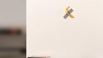 Obra de arte banano con cinta 120.000 dólares