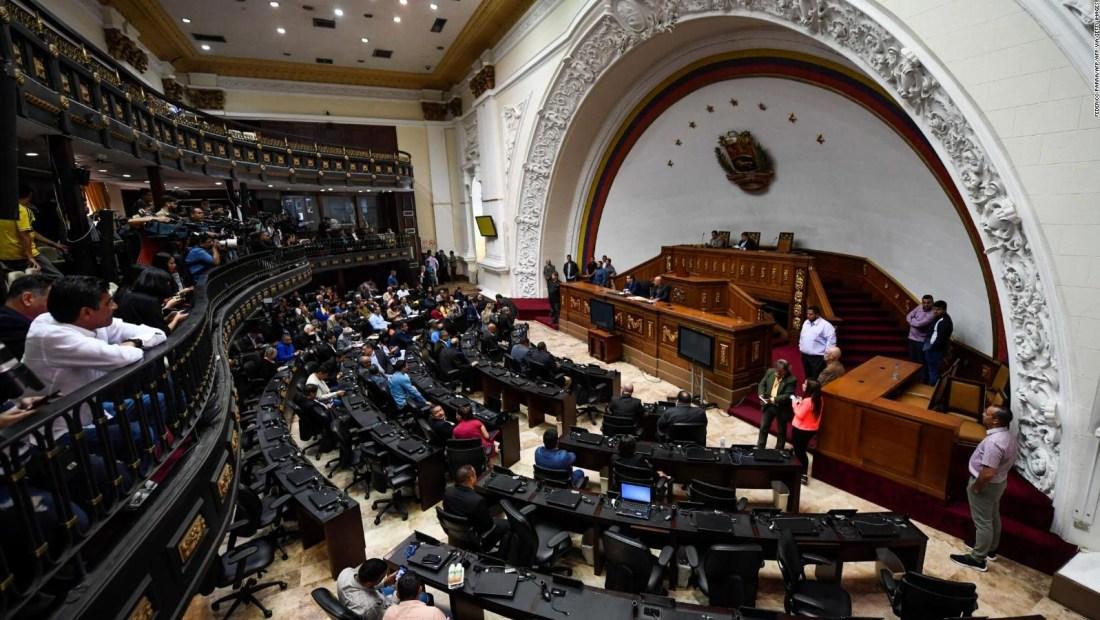 Alvarado: Guaidó entró; a los demás no niegan la entrada