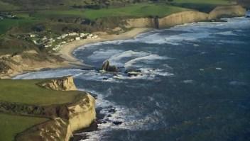 Demandan a millonario por bloquear el acceso a la playa