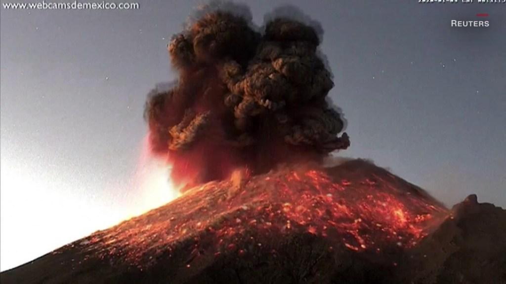 Espectacular explosión del Popocatépetl en México