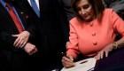 Juicio político a Trump: ¿Por qué Pelosi usó tantos bolígrafos?