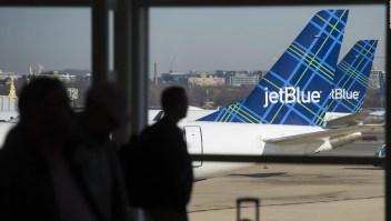 Breves económicas: Jetblue aumenta precios de equipaje