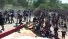 Migrantes y Guardia Nacional se lanzan piedras en frontera