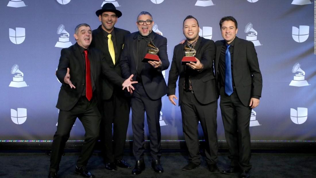 Luis Enrique, le canta a la vida, la esperanza y la fe