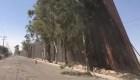 Fuertes vientos derriban una parte del muro fronterizo