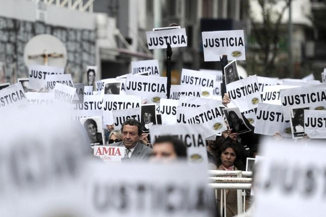 Familiares de víctimas de AMIA rechazan las declaraciones Mohsen Rabbani. (Foto de Télam).