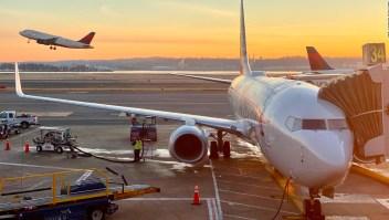 """Demandan a aerolínea tras ser expulsados por """"olor corporal"""""""
