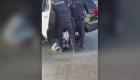 Policías esposan a joven que supuestamente sufría de autismo
