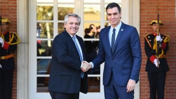 Alberto Fernández busca el apoyo de Pedro Sánchez